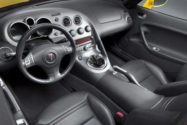 Интерьер салона Pontiac Solstice GXP