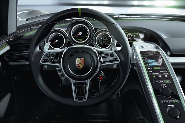 Интерьер салона Porsche 918 Spyder Concept