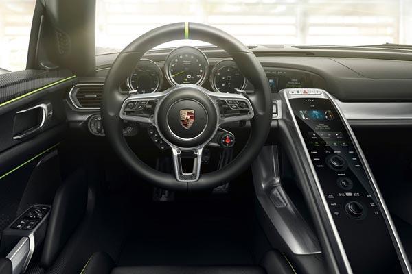 Интерьер салона Porsche 918 Spyder