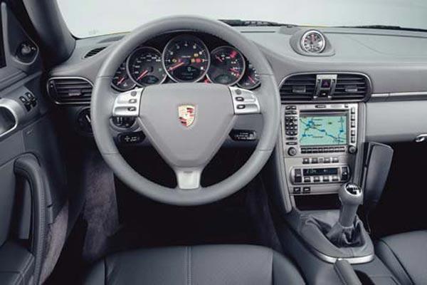 Интерьер салона Porsche 911