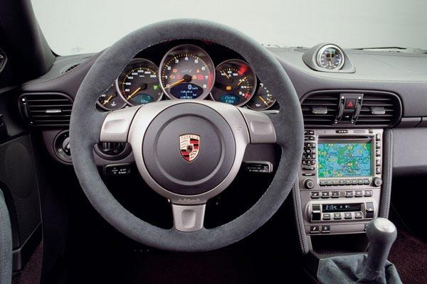 Интерьер салона Porsche 911 GT2