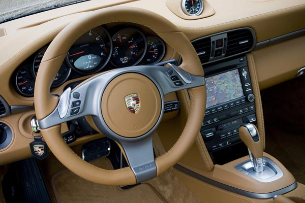 Интерьер салона Porsche 911 Targa
