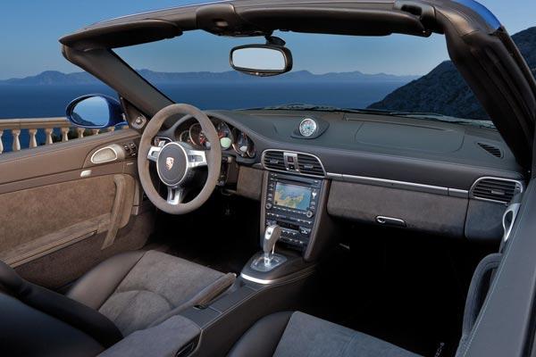 Интерьер салона Porsche 911 GTS Cabrio