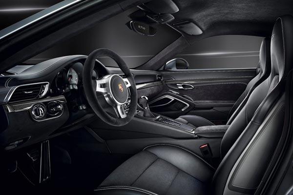 Интерьер салона Porsche 911 GTS