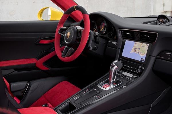 Интерьер салона Porsche 911 GT2 RS