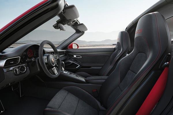Интерьер салона Porsche 911 GTS Targa