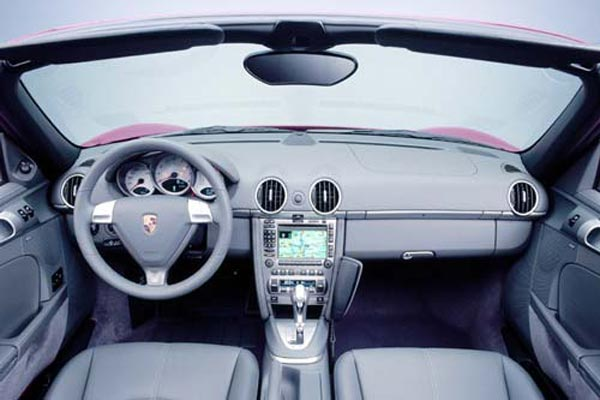 Интерьер салона Porsche Boxster