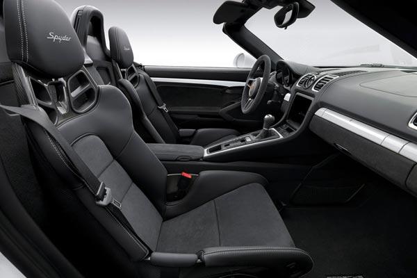 Интерьер салона Porsche Boxster Spyder