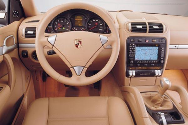 Интерьер салона Porsche Cayenne