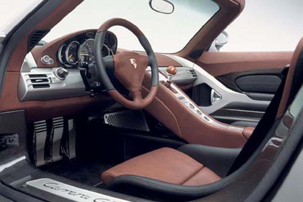 Интерьер салона Porsche Carrera GT