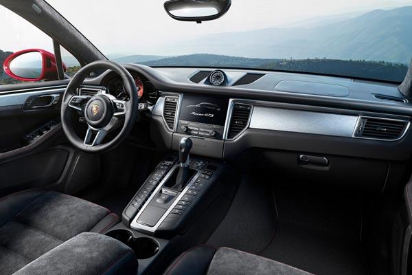 Интерьер салона Porsche Macan GTS