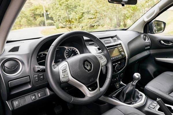 Интерьер салона Renault Alaskan