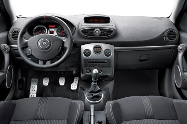 Интерьер салона Renault Clio Sport