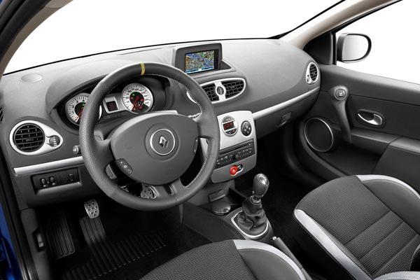 Интерьер салона Renault Clio GT