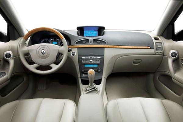 Интерьер салона Renault Laguna