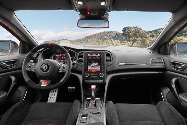 Интерьер салона Renault Megane Sport