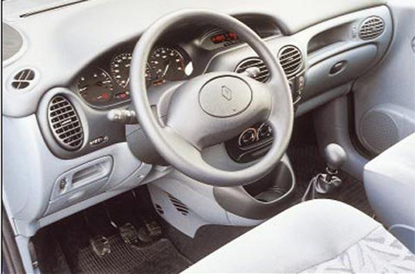 Интерьер салона Renault Scenic