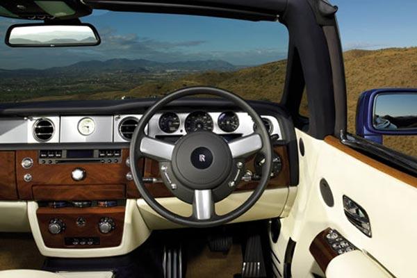 Интерьер салона Rolls-Royce Phantom Drophead Coupe