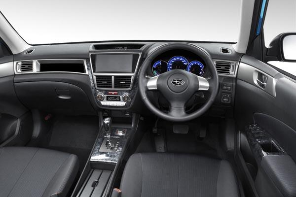 Интерьер салона Subaru Exiga