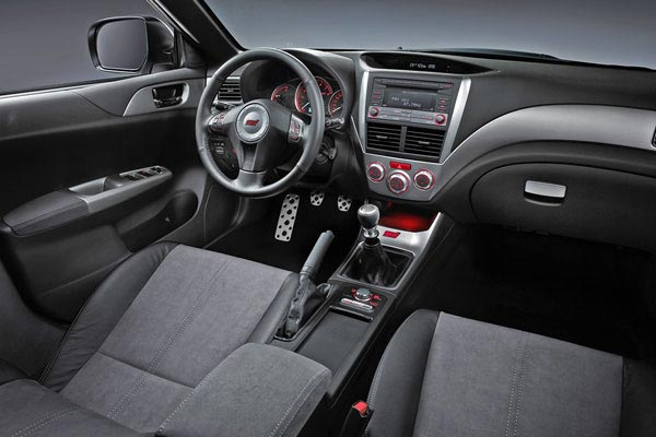 Интерьер салона Subaru Impreza WRX STI
