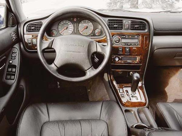 Интерьер салона Subaru Legacy