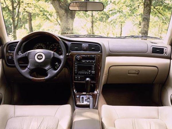 Интерьер салона Subaru Legacy Outback