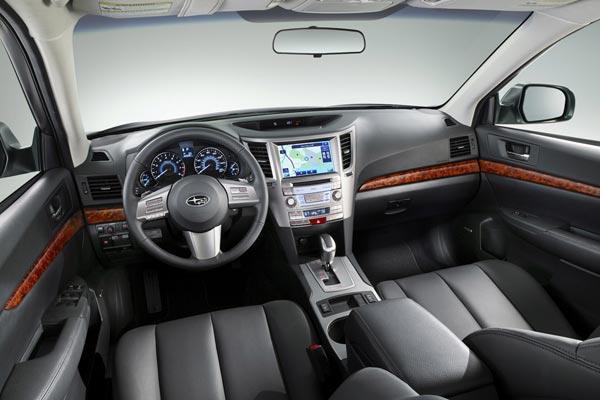 Интерьер салона Subaru Outback