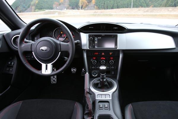 Интерьер салона Subaru BRZ