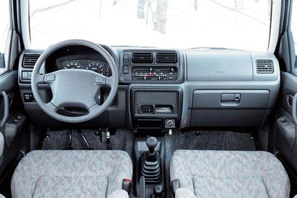 Интерьер салона Suzuki Jimny