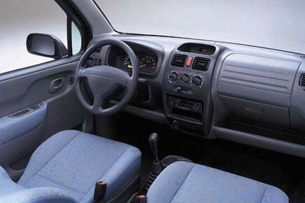 Интерьер салона Suzuki Wagon R