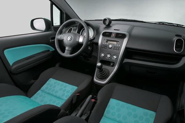 Интерьер салона Suzuki Splash