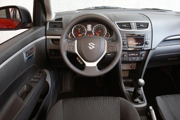 Интерьер салона Suzuki Swift