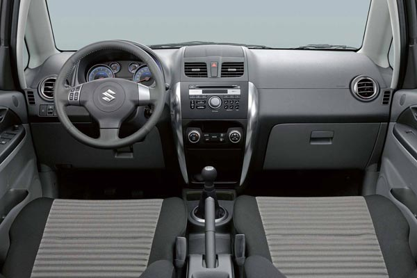 Интерьер салона Suzuki SX4