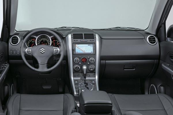 Интерьер салона Suzuki Grand Vitara