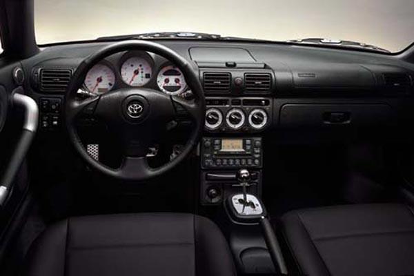 Интерьер салона Toyota MR2