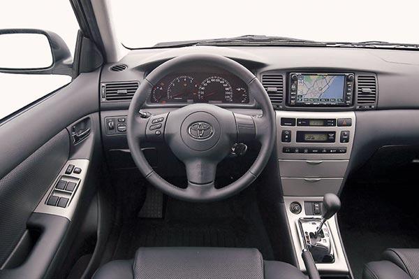Интерьер салона Toyota Corolla Hatchback