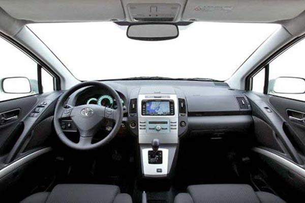 Интерьер салона Toyota Corolla Verso