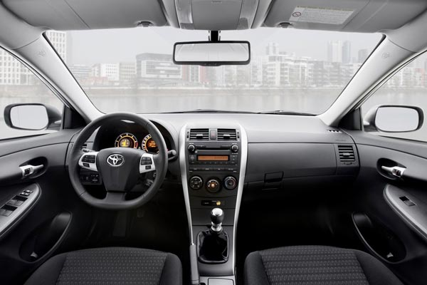 Интерьер салона Toyota Corolla