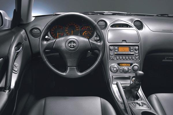 Интерьер салона Toyota Celica