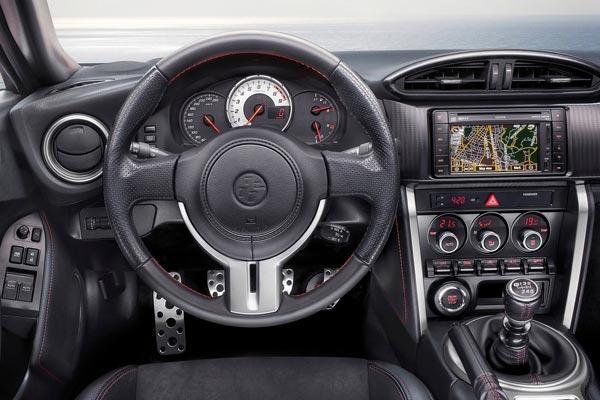Интерьер салона Toyota GT-86