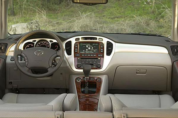 Интерьер салона Toyota Highlander