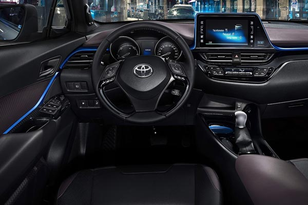 Интерьер салона Toyota C-HR