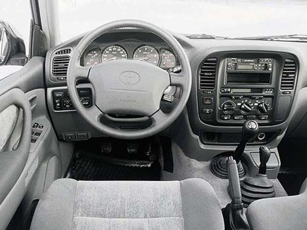 Интерьер салона Toyota Land Cruiser 100