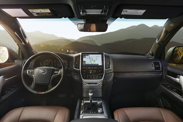 Интерьер салона Toyota Land Cruiser 200