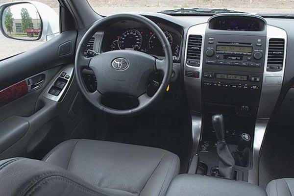 Интерьер салона Toyota Land Cruiser Prado 3dr