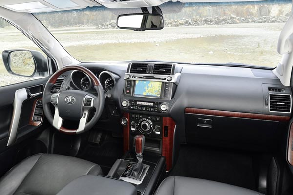 Интерьер салона Toyota Land Cruiser Prado
