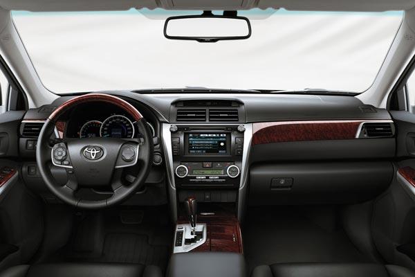 Интерьер салона Toyota Camry