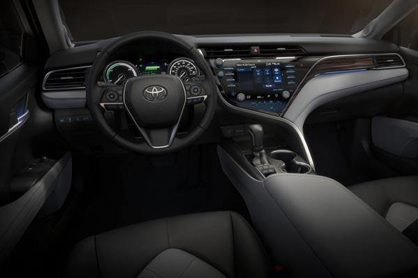 Интерьер салона Toyota Camry USA
