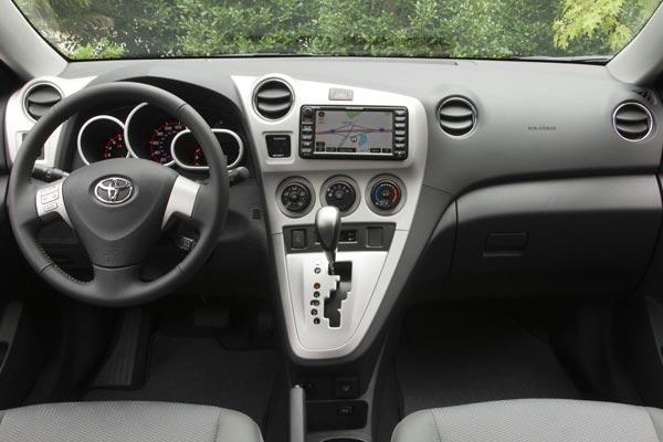 Интерьер салона Toyota Matrix