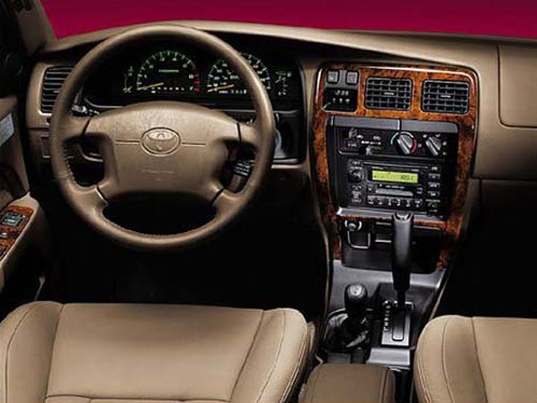 Интерьер салона Toyota 4Runner